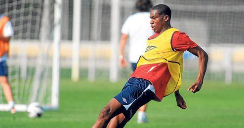 si llega una oferta de al menos ocho millones por Kondogbia y Doyen la acepta, el Sevilla tendría que pagar la mitad de la cifra en cuestión para retenerlo.