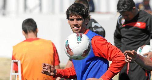 Israel Puerto durante una sesión de entrenamiento con el Sevilla.
