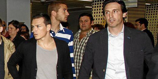 Trochowski junto a Emery en un acto reciente del club.