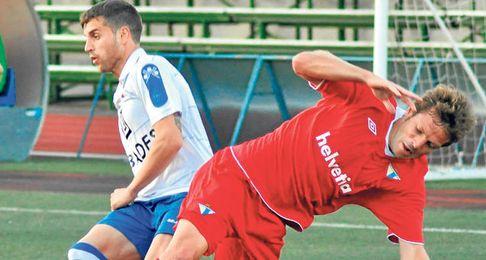 Coco en un lance del encuentro disputado frente al Loja el pasado sábado, con empate a cero.