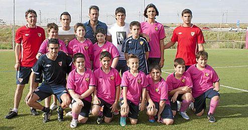 Beto, Perotti y Trochowski en su visita a la Escuela de Football Antonio Puerta.