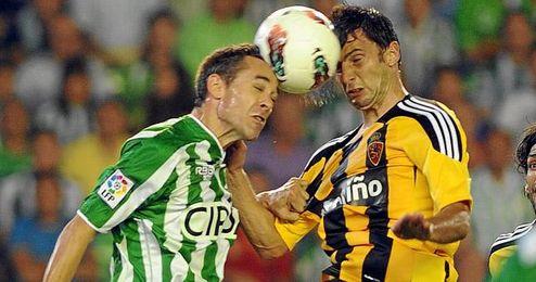 Helder Positga y Nacho, en el encuentro de la pasada temporada entre el Betis y el Zaragoza disputado en el Benito Villamarín.