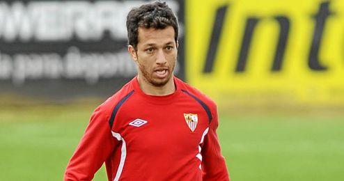 Cicinho espera que Jesús Navas no se marche del Sevilla este verano.