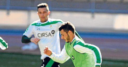 Rubén Castro presiona a Sergio Rodríguez durante uno de los entrenamientos.