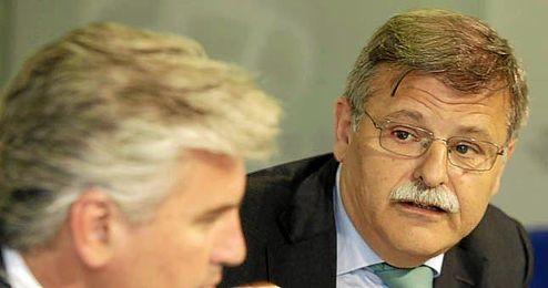 José Antonio Bosch junto a Miguel Guillén en un acto.