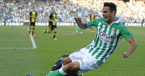 Ángel López en un lance durante el último partido en casa.