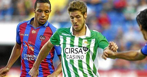 El Betis estará la próxima temporada en Europa tras empatar en el Ciutat de Valencia.