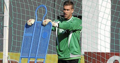Adrián terminará su contrato y firmará por el West Ham inglés para las próximas tres temporadas.
