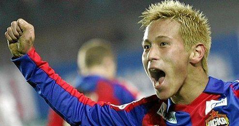 Keisuke Honda celebra un gol