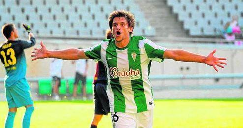 Sebastián Dubarbier tiene 27 años y pasaporte comunitario.