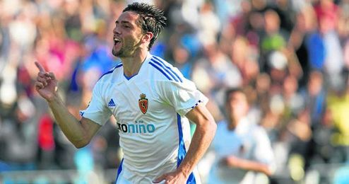 Hélder Postiga quiere jugar en el Sevilla, y en Nervión trabajan para lograrlo sin cometer ninguna locura.