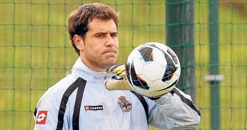 Dani Anranzubia tiene un año más de contrato con el Deportivo, pero su salida se da por segura en La Coruña.