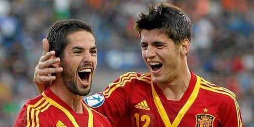 Morata e Isco celebran un gol con la sub 21 en el pasado Europeo de la categoría.