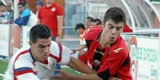 El rojinegro Luis, en un partido con el Cabecense.