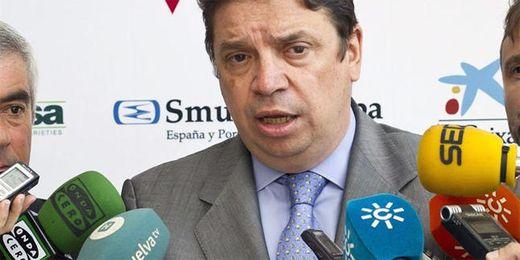 Luis Planas, consejero de Agricultura, prefiere agotar, primero, la vía del entendimiento.