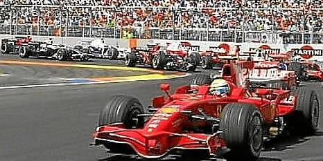 Un Ferrari en el circuito urbano de Valencia