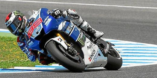Lorenzo toma una curva en el pasado GP de Jerez