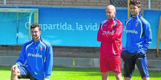 Álvaro González en un entrenamiento del Zaragoza