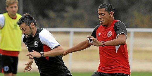 Maduro, en un entrenamiento junto a Rusescu.