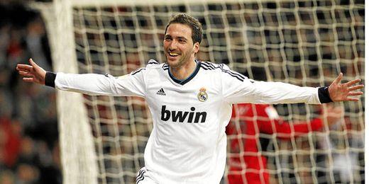 Higuaín tras marcar un gol con el Real Madrid.