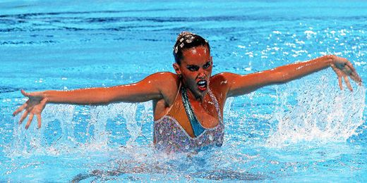 Ona Carbonell durante el ejercicio que le ha valido una nueva medalla.
