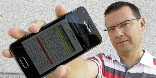 David Jesús Fernández muestra la aplicación desarrollada por él, ´¿Dónde jugamos?´, que facilita el seguimiento de nuestro fútbol base.