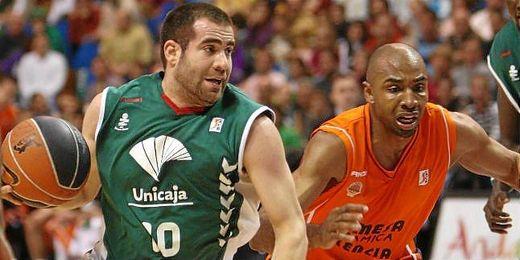 Según medios malagueños el jugador se encuentra en Sevilla negociando su contrato.