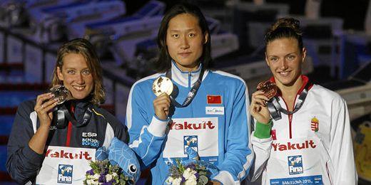 Imagen del podio final de los 200 mariposa, con Mireia Belmonta a la izquierda del cuadro.