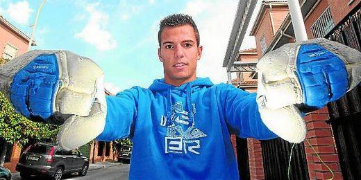 Pedro López, a sus 18 años, representa el futuro de la portería bética