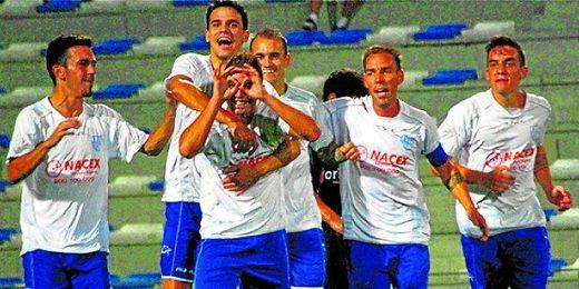 Boris celebra su gol ante el Coria en la Copa Federación.