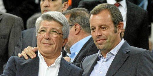 Sandro Rosell y Enrique Cerezo, en el palco del Camp Nou.