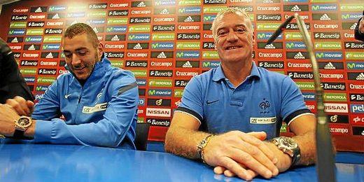 Deschamps y Benzema durante una rueda de prensa.