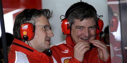 """Fry en el """"pit lane"""" del circuito de Jerez (izquierda)."""