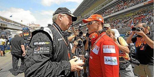 Brawn junto a Michael Schumacher en Montmeló hace unos años.