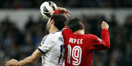 Reyes y Arbeloa en el partido de la temporada pasada.