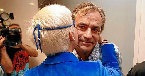 Sainz saluda a María de Villota durante una rueda de prensa el pasado año.