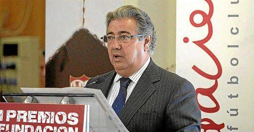 El alcalde de Sevilla durante una conferencia de la Fundación del Sevilla F.C.