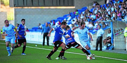 Lance del partido entre el Lucena y el Écija.
