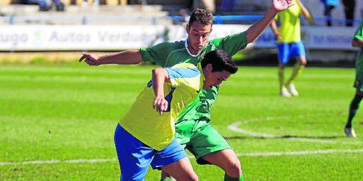 El atacante ribereño Rubén Sánchez ha vuelto a dar patadas vestido de amarillo tras dejar atrás su lesión.