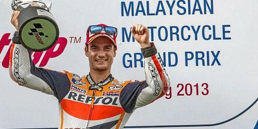 Pedrosa en el podio del gran premio de Sepang.