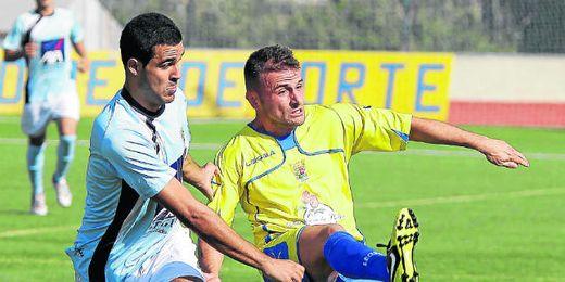 En la imagen, el mediapunta sanjuanero Álvaro ante la Lebrijana.
