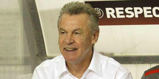Hitzfeld, seleccionador suizo, ante Croacia.