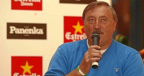 El exfutbolista checo Antonin Panenka durante un coloquio.