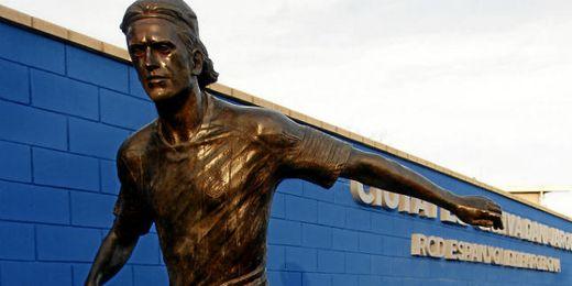 Estatua de Dani Jarque en la ciudad deportiva espanyolista.
