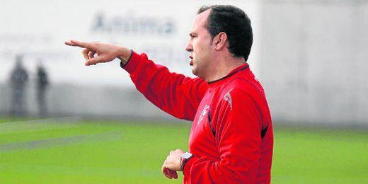 Antonio Jesús Falcón, el Ferguson del Bajo Gualdalquivir, dando instrucciones a sus jugadores.