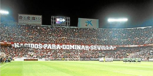 El Sánchez-Pizjuán, lleno en el pasado derbi.