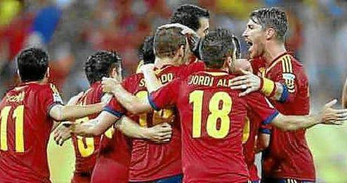 Los jugadores de la selección española celebran un gol en un partido de la Copa Confederaciones 2013.