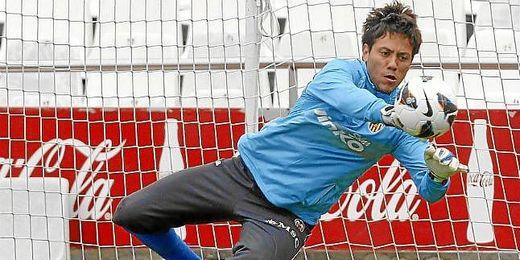 Diego Alves en un entrenamiento del Valencia.