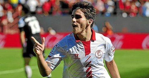 Jairo celebra un gol a Osasuna en el Pizjuán; hoy marcó en El Sadar.