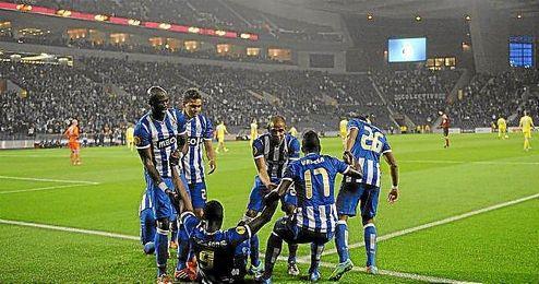 Los jugadores del Oporto celebran el 1-0 ante el Nápoles.